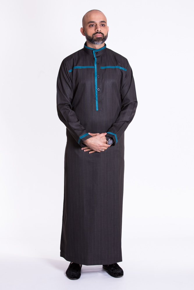 Black Buttoned Collar Jubba